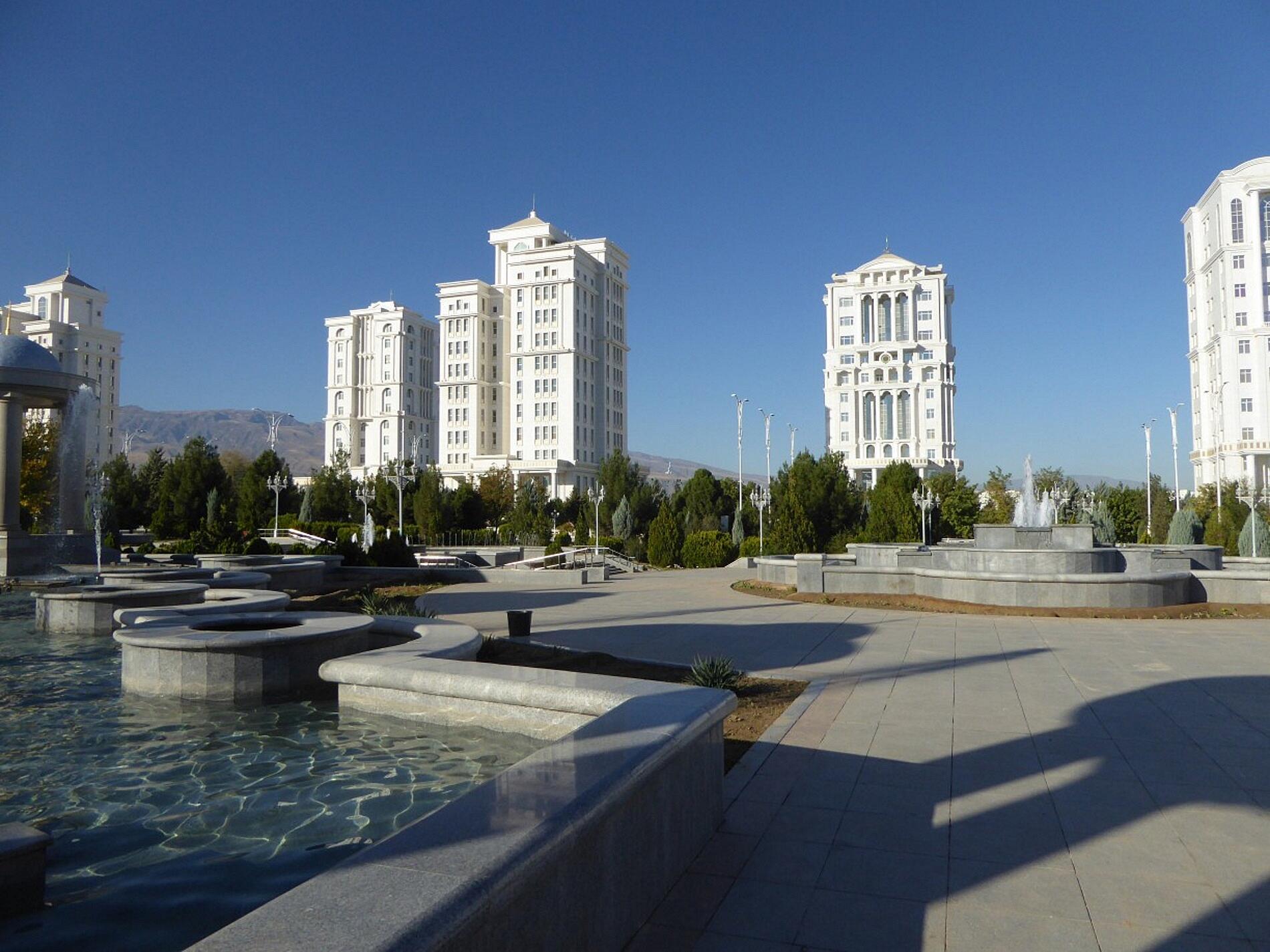 rowboats on the river – Türkmenistan